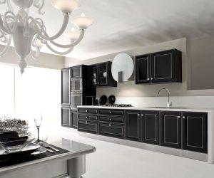 anna-laccato-nero-profili-argento-1125x750
