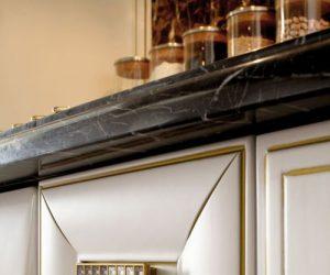 anna-particolare-laccato-bianco-profili-oro-500x750