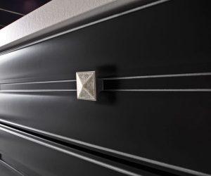 anna-particolare-laccato-nero-profili-argento-1125x750